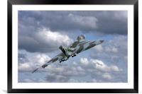 Avro vulcan bomber xh558 at Abingdon air show., Framed Mounted Print